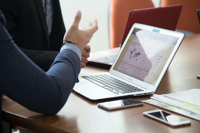 a Inteligência Artificial (IA) aplicada ao RH está transformando a dinâmica da gestão e das contratações promovidas pela área.